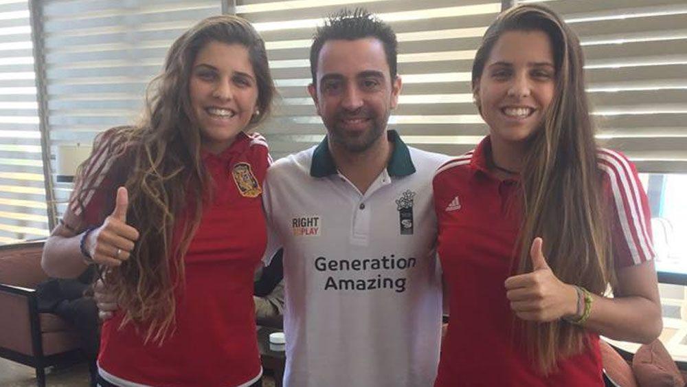 Noelia y Natalia Ramos, junto a uno de los mejores jugadores de la historia de España