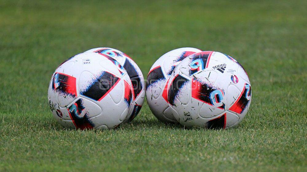 El CD Tenerife entrena con el balón de la Copa del Rey