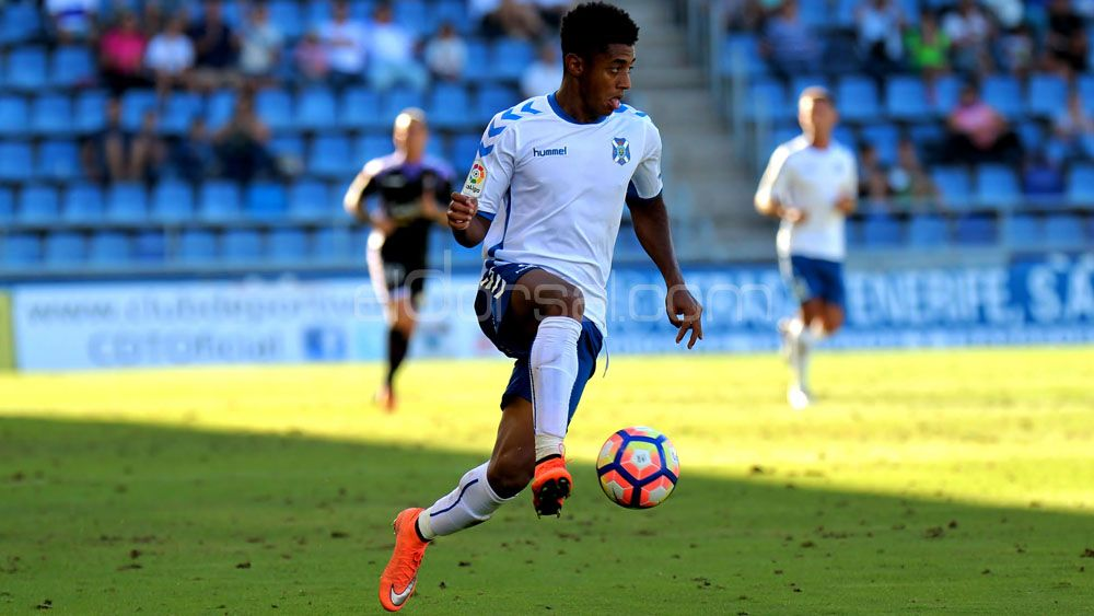 Ante el Raqui, el CD Tenerife vuelve a acercarse al fútbol modesto