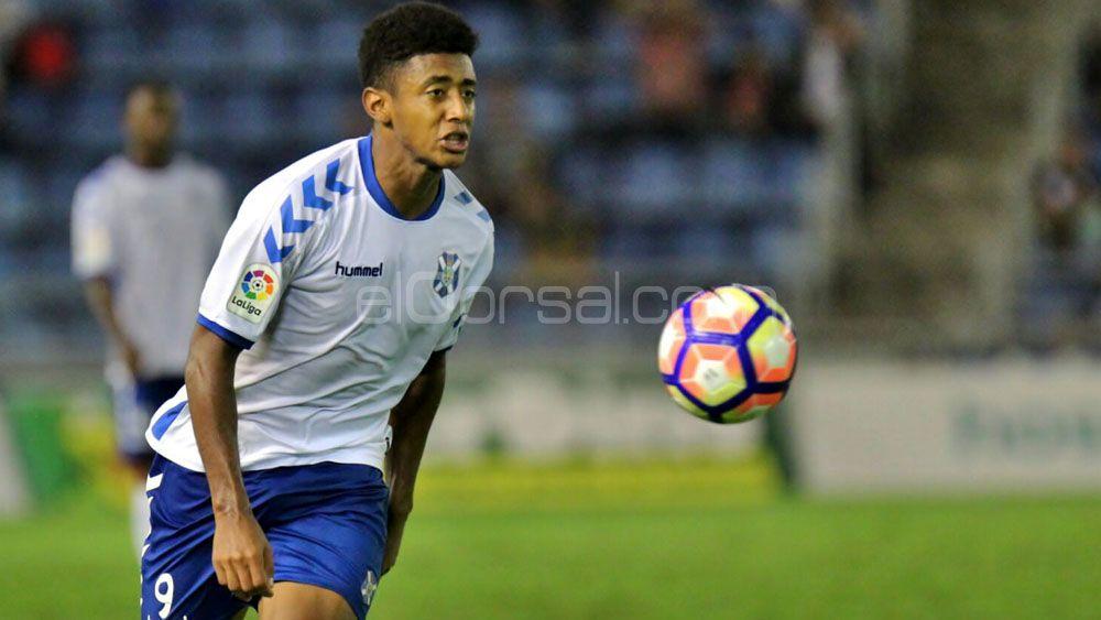 El CD Tenerife, cuarto equipo que más dispara de la Liga 1|2|3