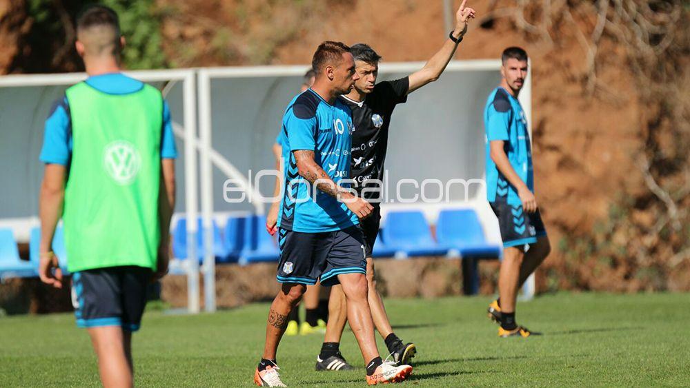 Martí le dice a Suso que abandone el entrenamiento del CD Tenerife. | @Jacfotografo