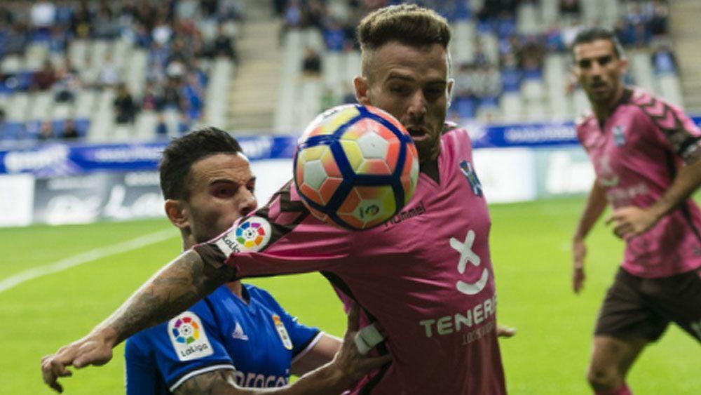 Aarón Ñíguez, el mejor en Oviedo, según la afición del CD Tenerife