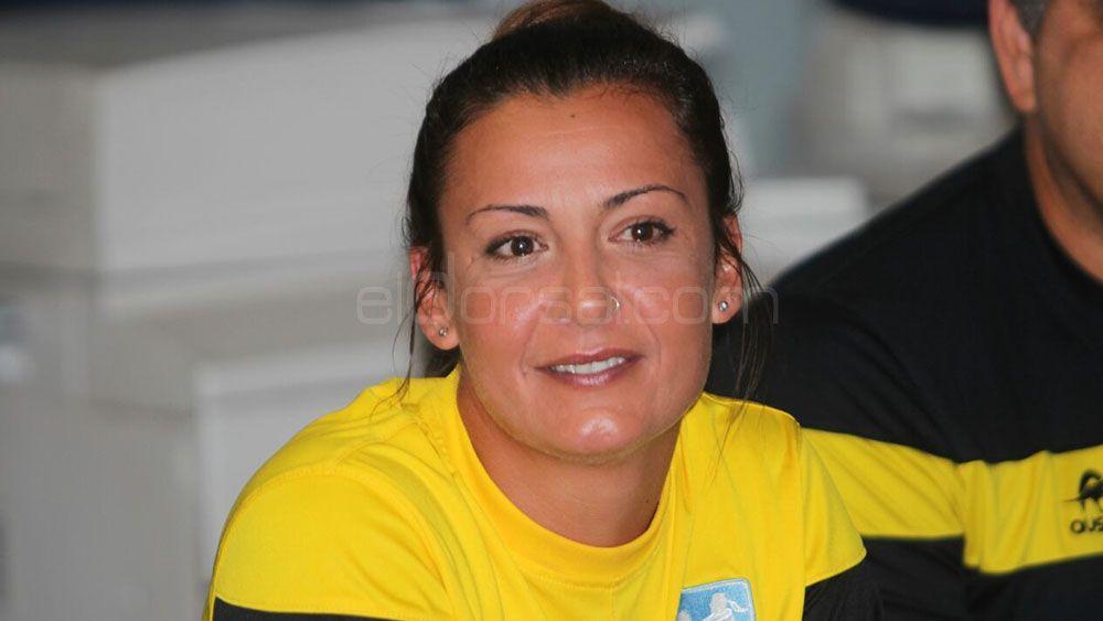 La capitana del CV Aguere, Nira Pérez, confía en ganar el derbi ante el CV Haris