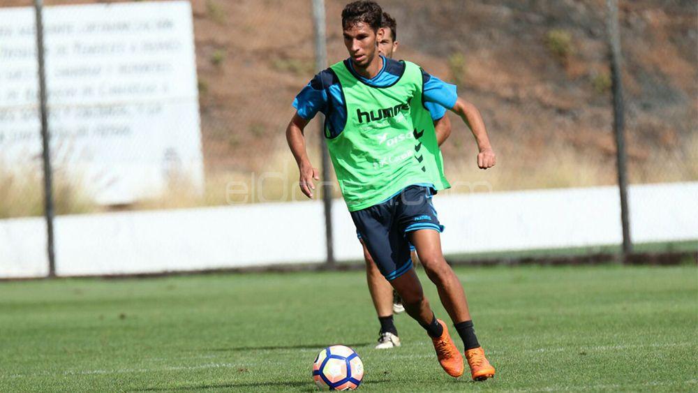 """Bolaños: """"Estar en el primer equipo del CD Tenerife es un gran regalo"""""""