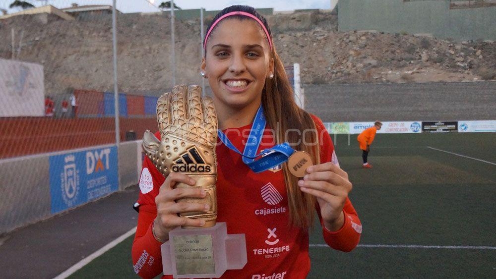 Noelia Ramos graba el guante de oro del Mundial de Jordania en su piel