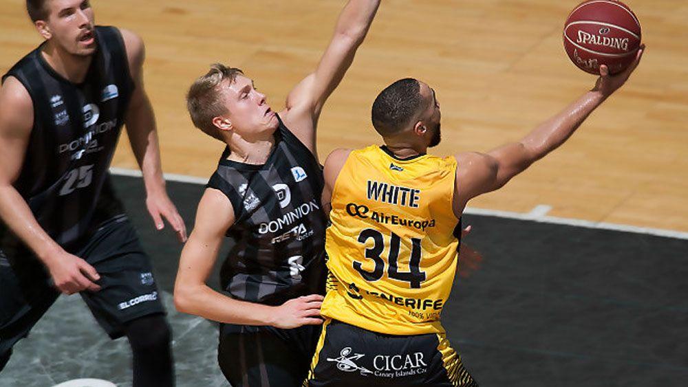 El doble-doble de Davin White y un brillante Iberostar Tenerife en Bilbao