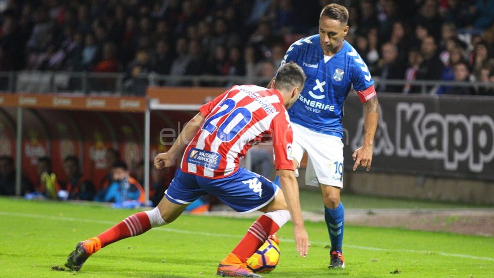 Suso dribla a un defensa del Girona FC