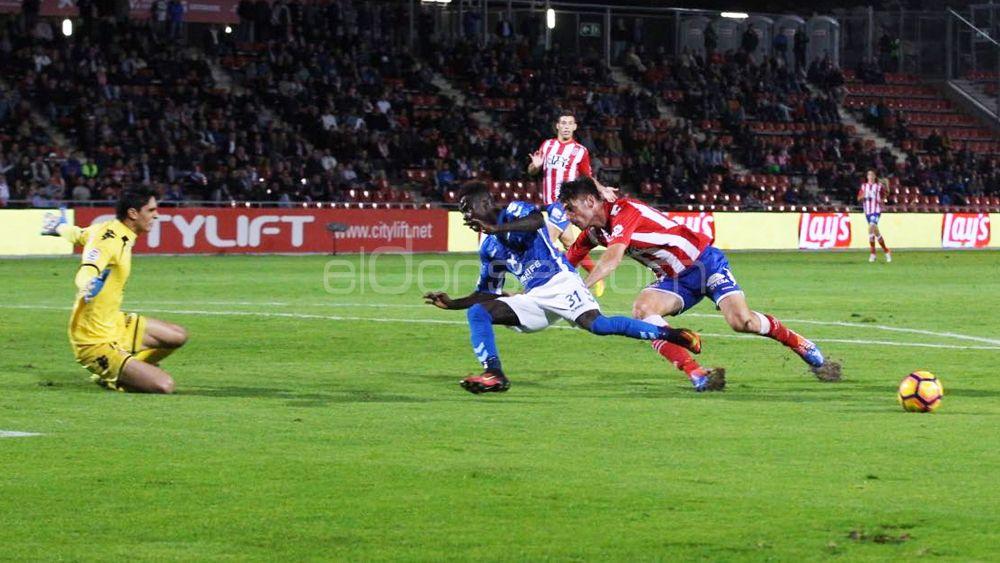 Amath intenta aprovechar una oportunidad de gol