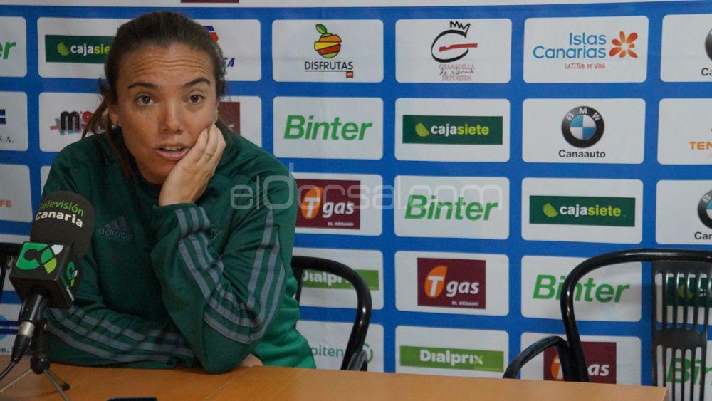 """María Pry: """"No estoy contenta con la imagen que hemos dado ante la UDG Tenerife"""""""