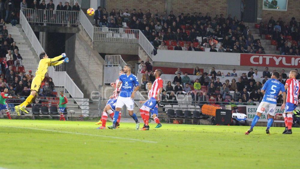 El CD Tenerife elude el descenso una jornada más