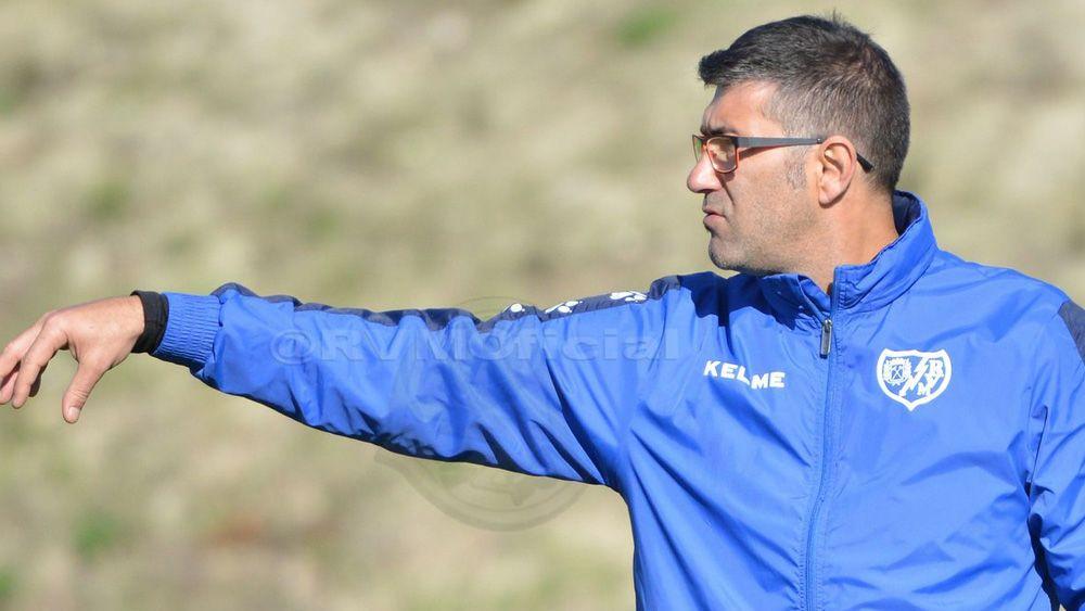 El tinerfeño Mauro Pérez, técnico interino del Rayo Vallecano