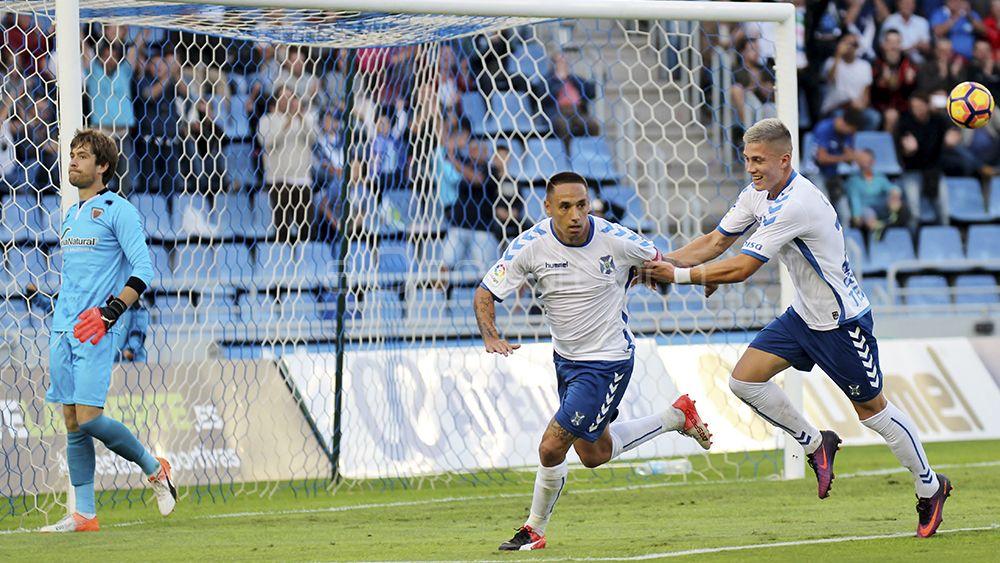 Suso Santana y Cristo González celebran el gol de penalti