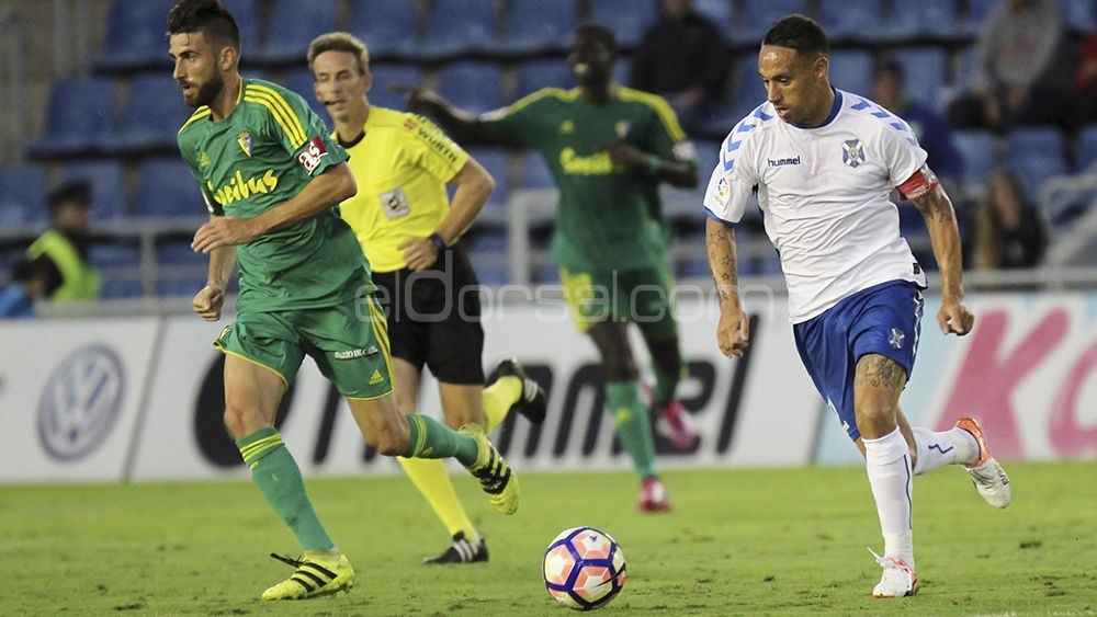 El CD Tenerife se atasca ante los recién ascendidos a la Liga 1|2|3