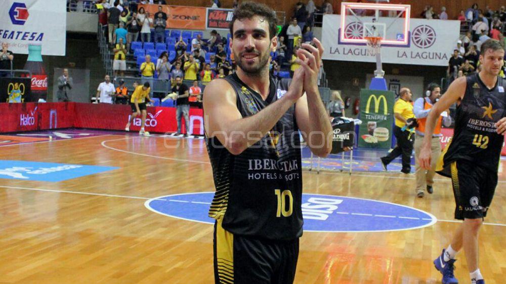Ferrán aplaude a la afición tras la victoria ante Montakit Fuenlabrada | @jacfotografo