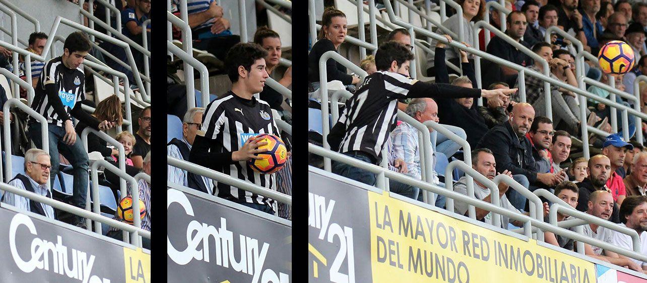 Un aficionado, con la camiseta de Ayoze Pérez, devuelve el balón al campo. | @Jacfotografo