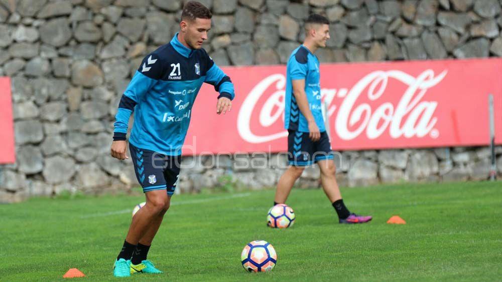 El CD Tenerife negocia tres renovaciones inminentes