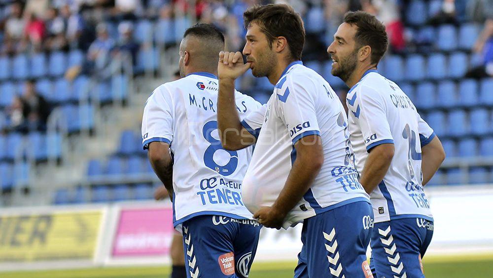 Las tablas entre el  CD Tenerife y la SD Huesca , en imágenes