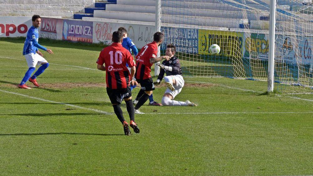Santi Luque silencia el Nuevo Colombino con un gol de muchos kilates