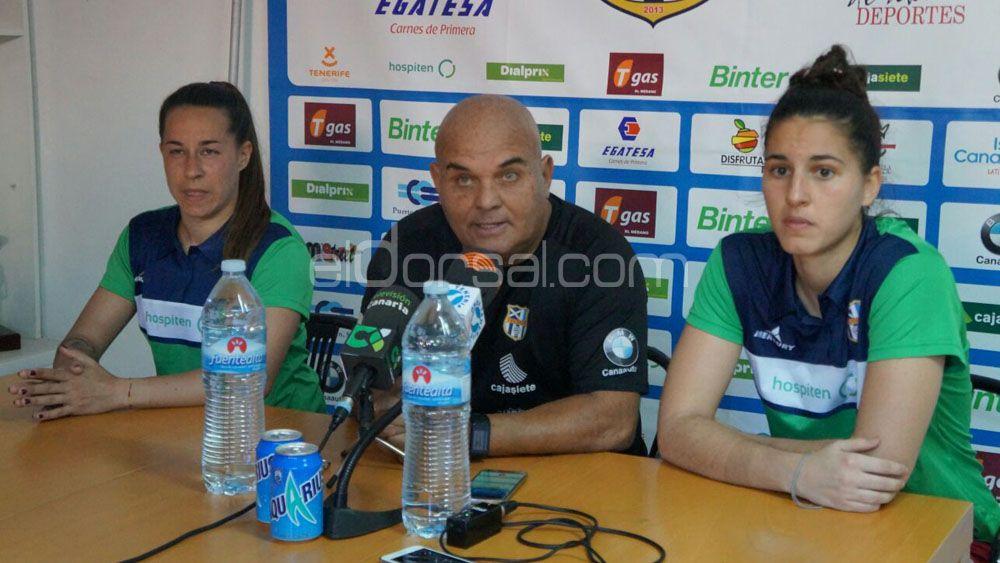 Las jugadoras de la UDG Tenerife, satisfechas con el gran esfuerzo realizado para sumar un punto ante el Atlético de Madrid