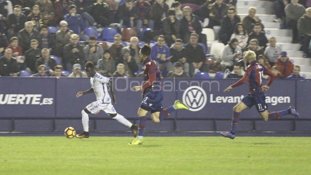 El CD Tenerife se aleja del playoff y se instala en la zona media baja de la tabla