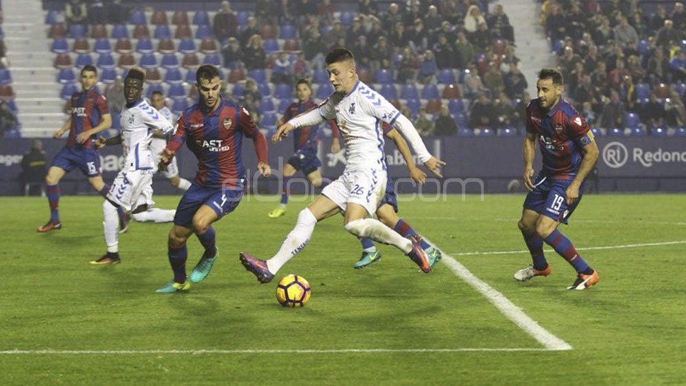 Una serie de rechaces propiciaron el gol del Levante frente al CD Tenerife