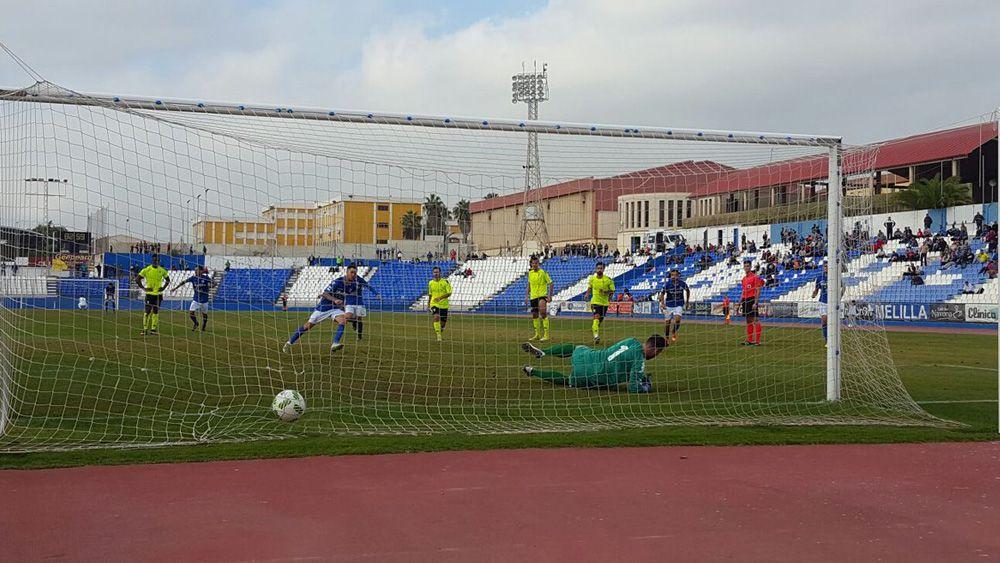 Santi Luque tira de galones para dar la victoria a la UD Melilla desde el punto fatídico