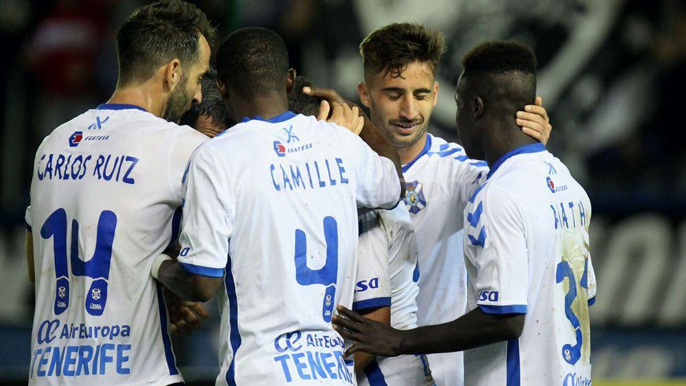 El CD Tenerife despide el año a un punto del playoff