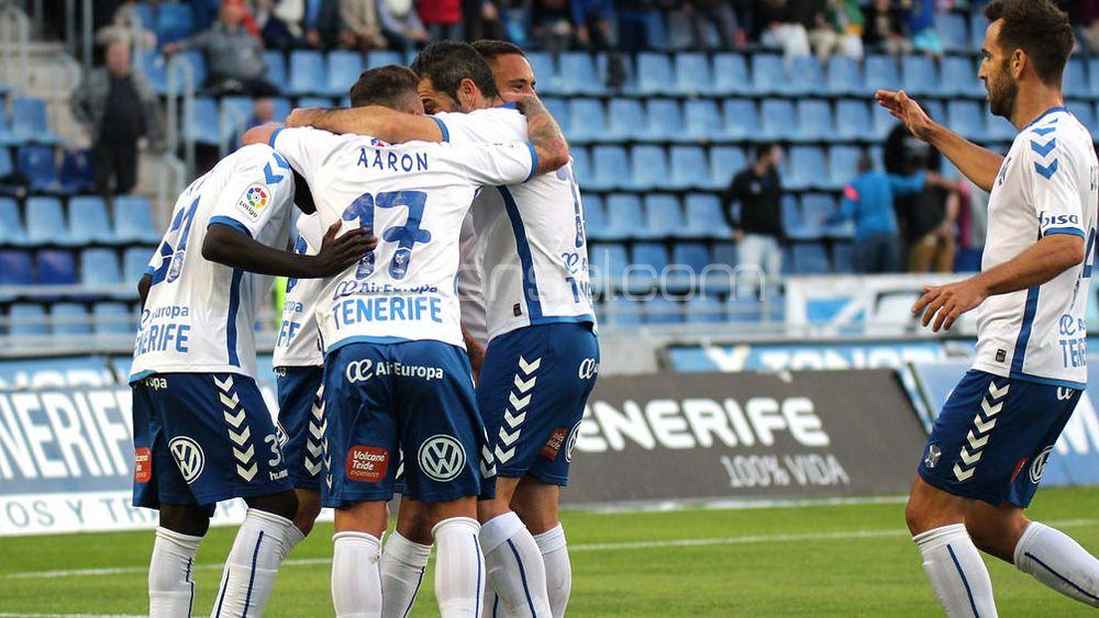 Las dos últimas veces que el CD Tenerife ganó dos partidos consecutivos en casa terminó ascendiendo
