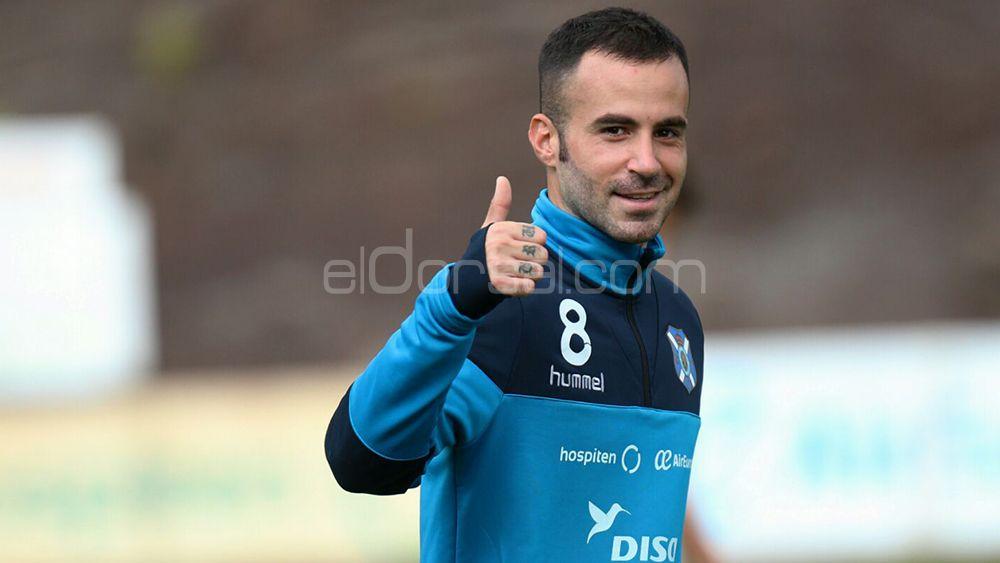 La afición del CD Tenerife quiere a Marc Crosas en el once inicial