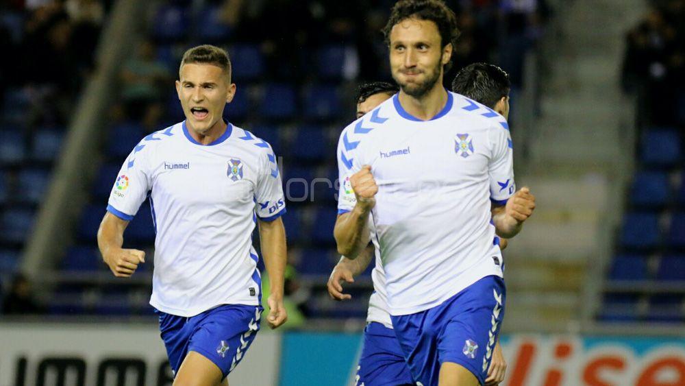 El CD Tenerife cierra la primera vuelta con un triunfo que sabe a playoff