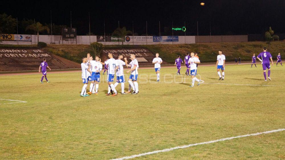 El CD Tenerife supera el test ante una combativa selección del Sur
