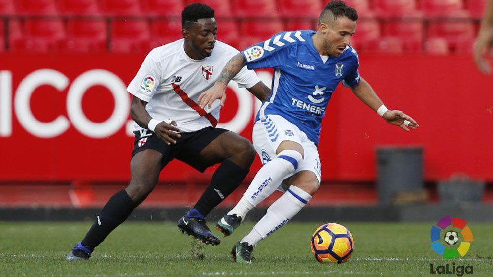 Aarón, de falta, estuvo a punto de dar la victoria al CD Tenerife