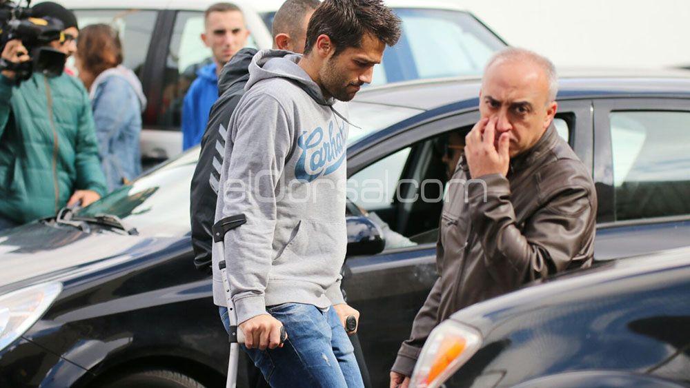 Aitor Sanz abandona el entrenamiento del CD Tenerife en muletas