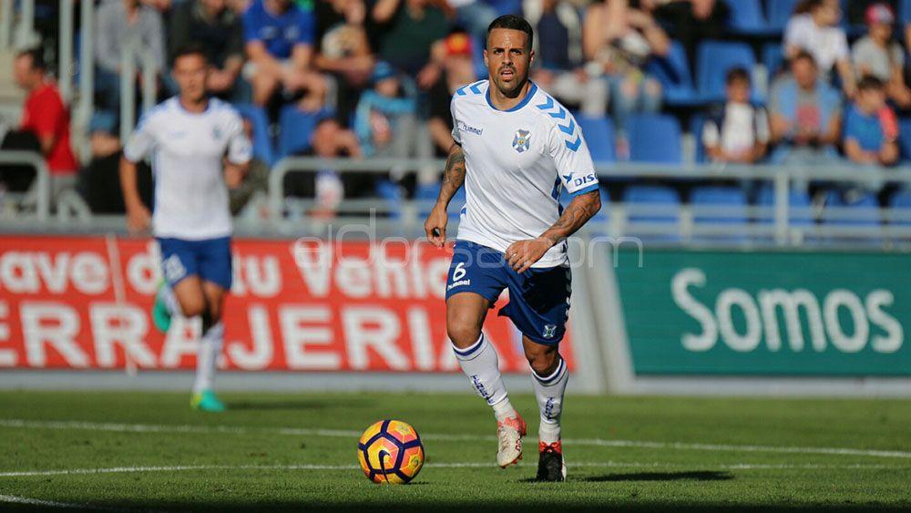 Tres candidatos para acompañar a Vitolo en el mediocentro del CD Tenerife