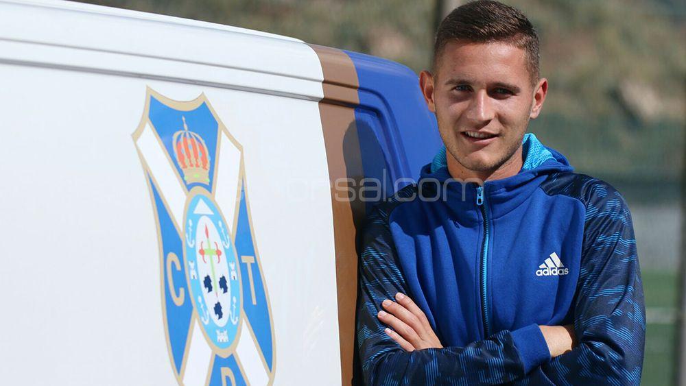 Jorge con el furgón del CD Tenerife
