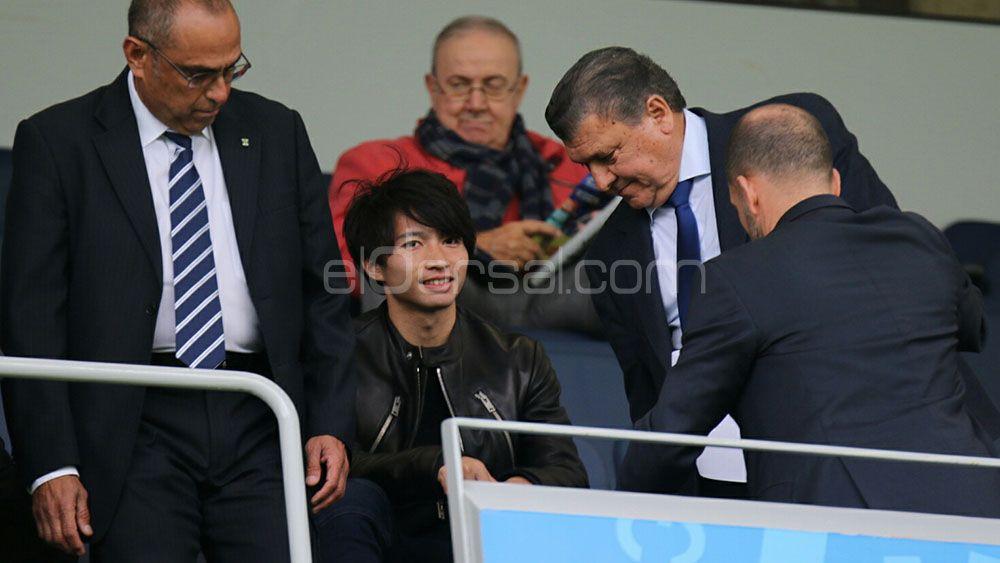 Gaku Shibasaki anima al CD Tenerife desde el palco