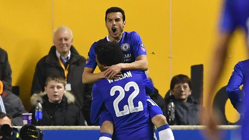 Pedro mete al Chelsea en cuartos de final de FA Cup con un gran cabezazo