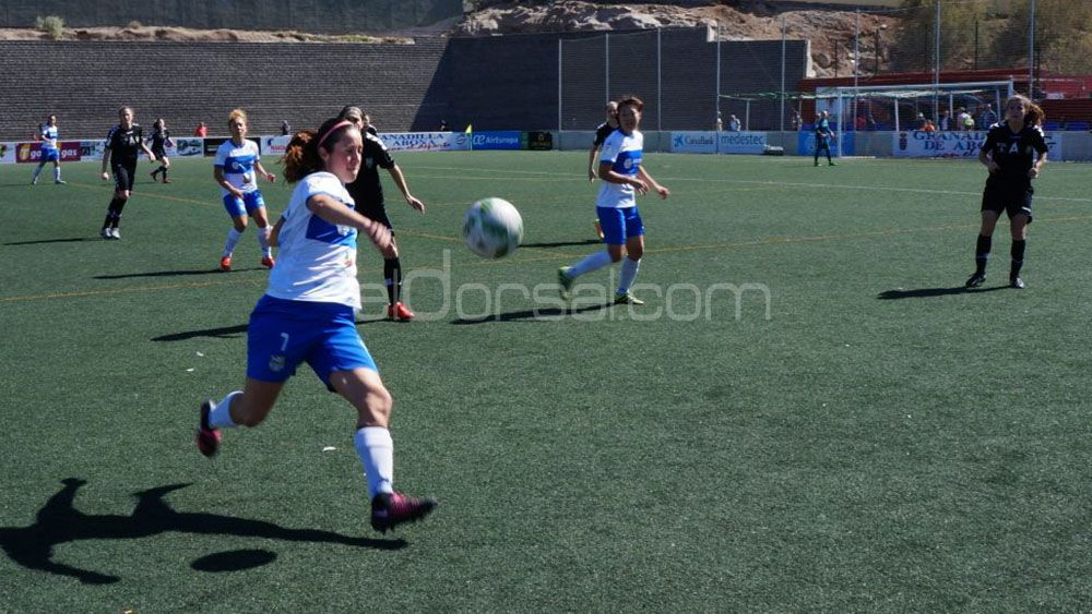 Ana González seguirá marcando goles con la UDG Tenerife