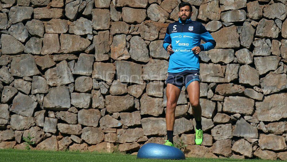 La afición del CD Tenerife, dividida entre Alberto y Rachid