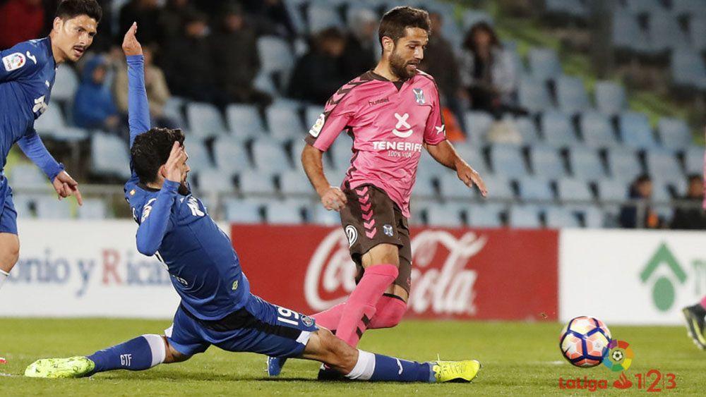 Aitor Sanz, el mejor del CD Tenerife en Getafe, según la afición
