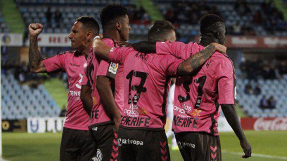 Empate valioso del CD Tenerife marcado por un horrible arbitraje