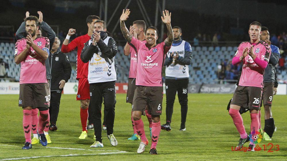 El CD Tenerife logra un empate que vale algo más que un punto