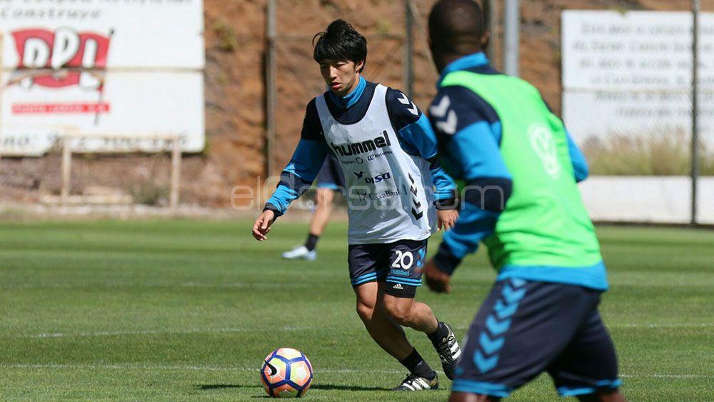 La afición del CD Tenerife quiere a Gaku Shibasaki desde el inicio