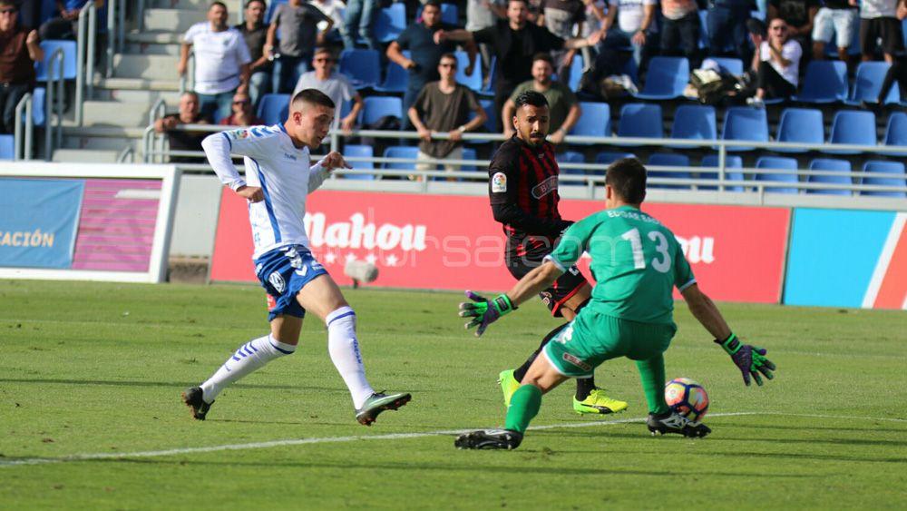 El CD Tenerife pierde la imbatilidad en casa 14 meses después