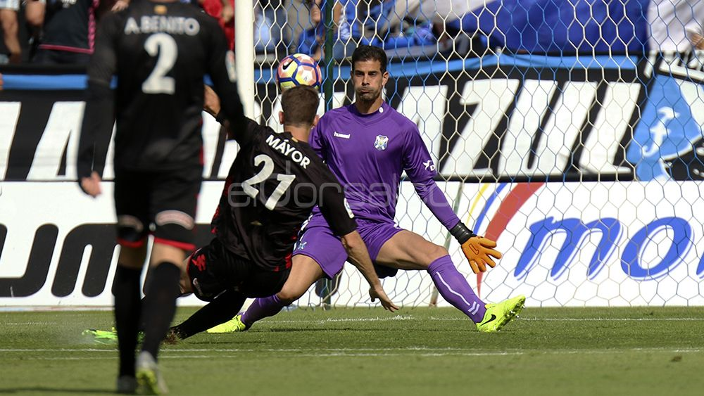 Máyor bate a Dani Hernández en el único gol visitante