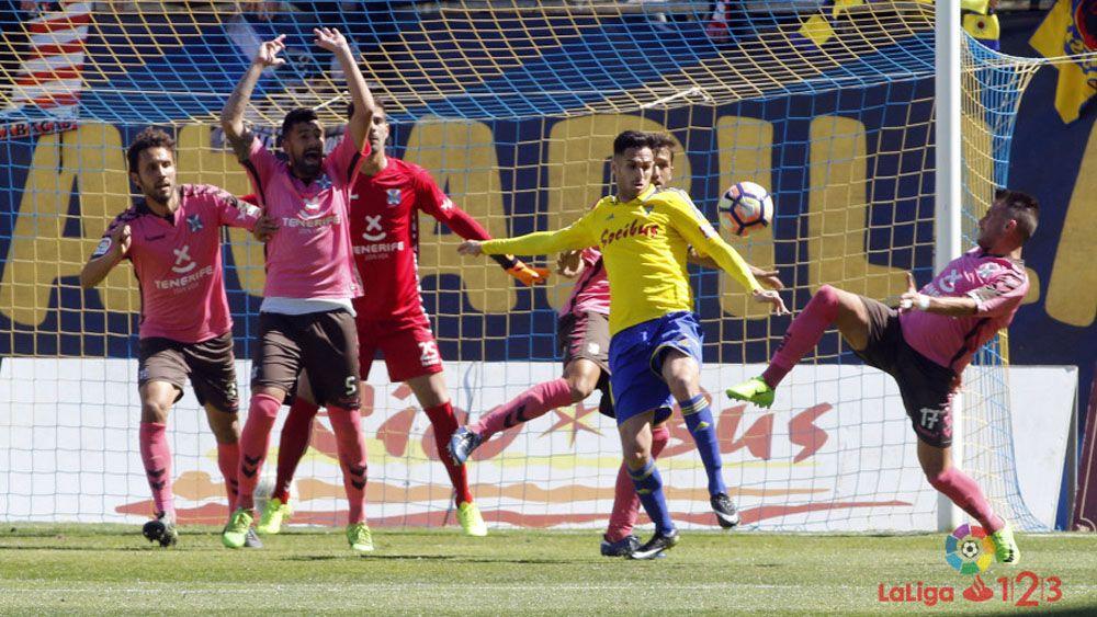 Aarón Ñíguez y Germán, sancionados para el CD Tenerife – Real Oviedo