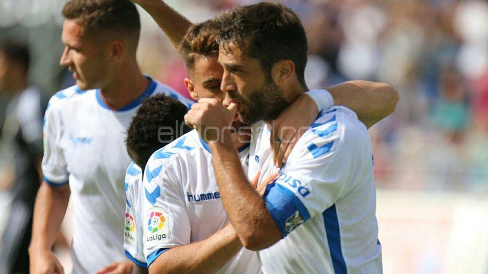 Aitor Sanz celebra gol ante el Oviedo