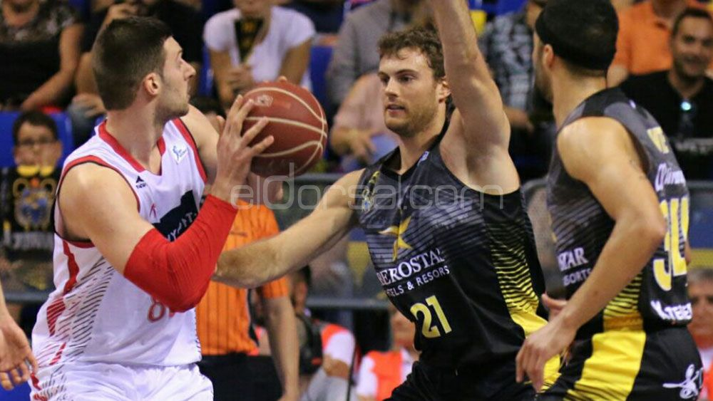 Abromaitis defiende ante el Zaragoza