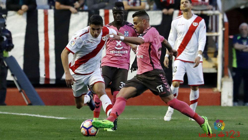 """Aarón Ñíguez: """"Me tocan, el penalti es claro"""""""