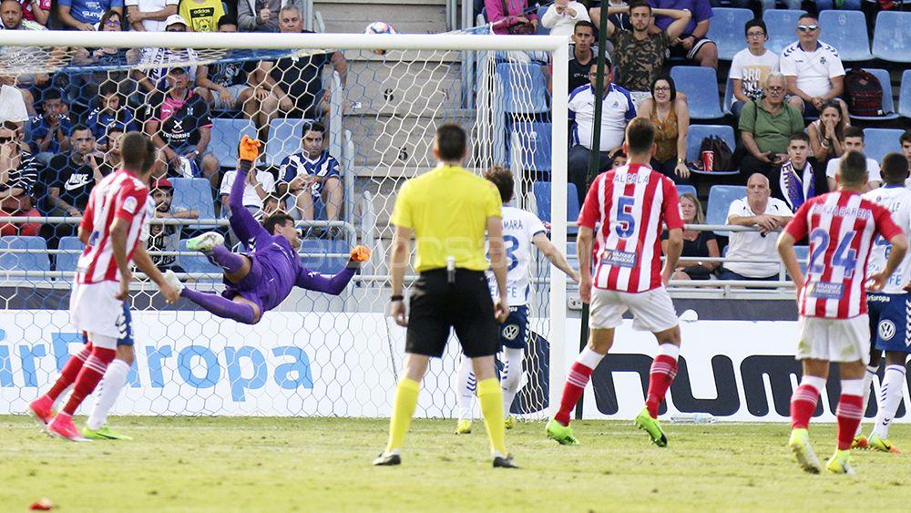 Dos faltas innecesarias privan al CD Tenerife de estar a dos puntos del Girona